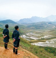 Hmong  sisters on the trail to Ta Phin