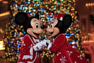 hong-kong-disneyland-christmas