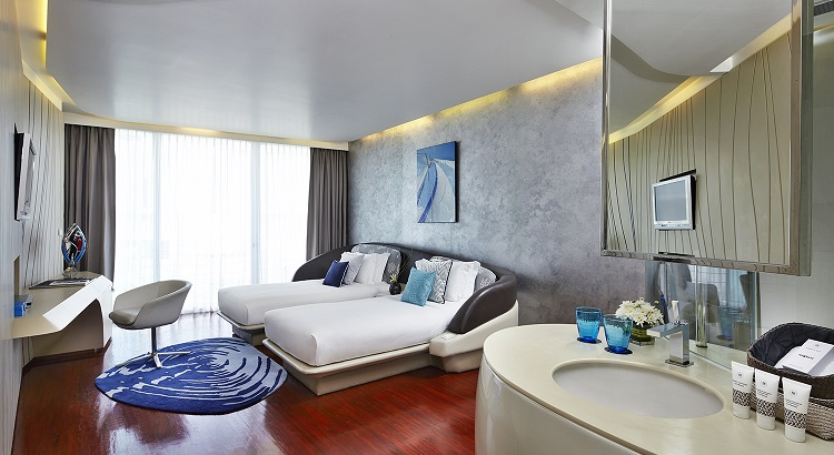 The Deluxe Twin Bed room in Hotel Baraquda Pattaya.