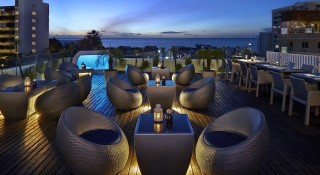 The Sunset Lounge at Hotel Baraquda Pattaya.