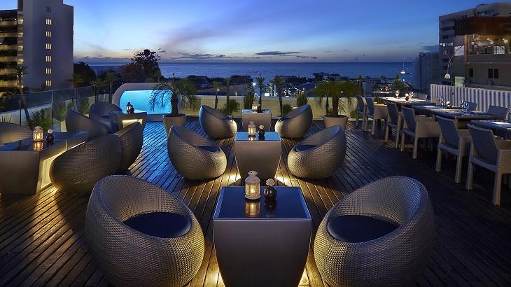 The Sunset Lounge at Hotel Baraquda Pattaya.