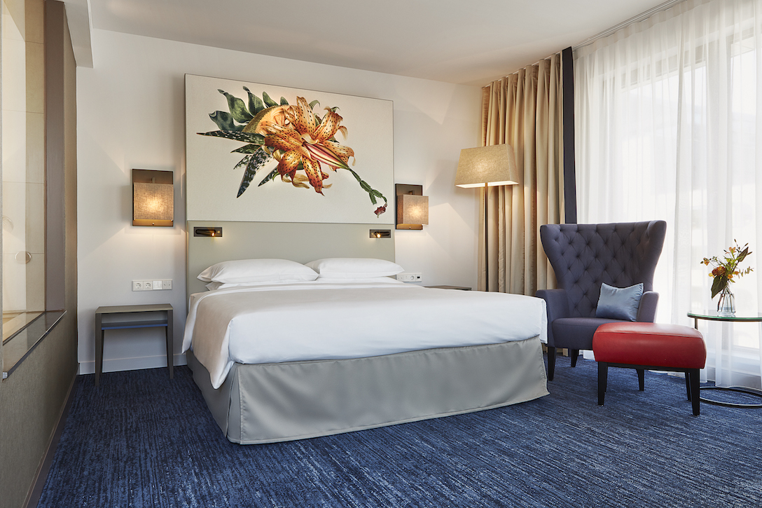 Hyatt-Regency-Amsterdam-Deluxe-Room-King