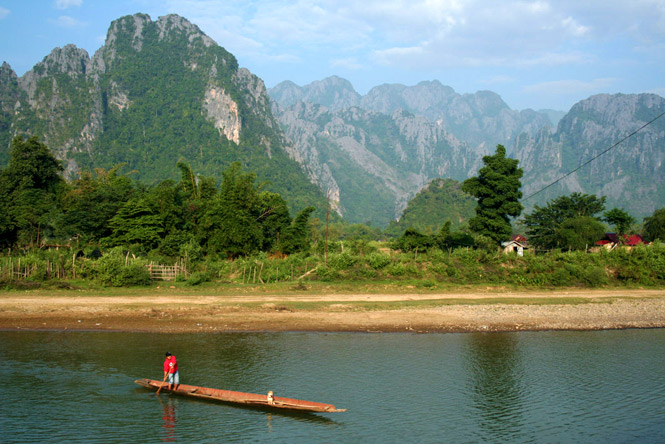 Laos travel the currents of vang vieng destinasian for Domon river guesthouse vang vieng