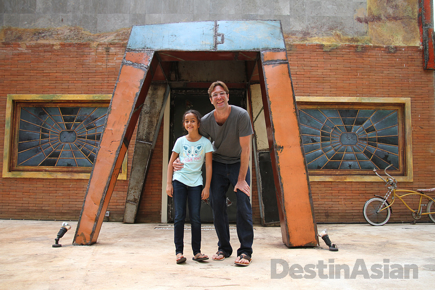 Chef Will Goldfarb in front of his Ubud dessert restaurant with his daughter Loulou.