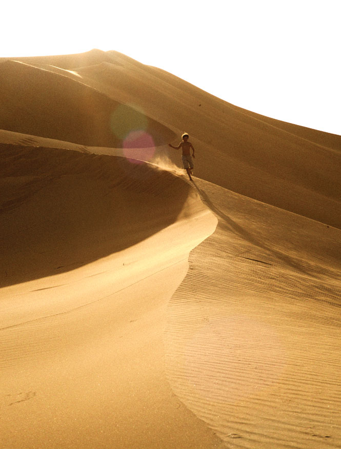 One of Hud Hud Travels' younger guests having fun in the sun amid a dune field deep inside the Empty Quarter.