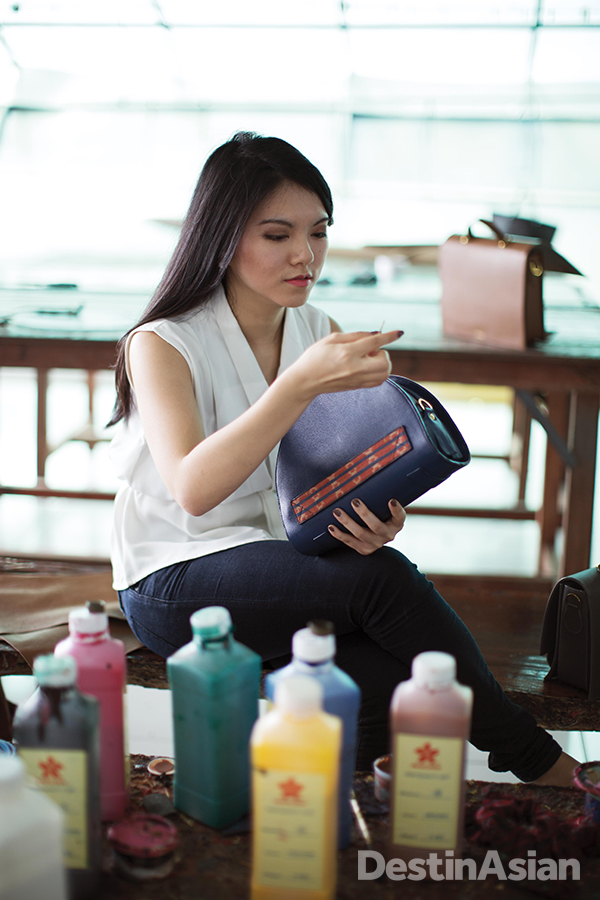 Meraki Goods co-founder stitches an ikat-detailed Halvo Bag in her studio.