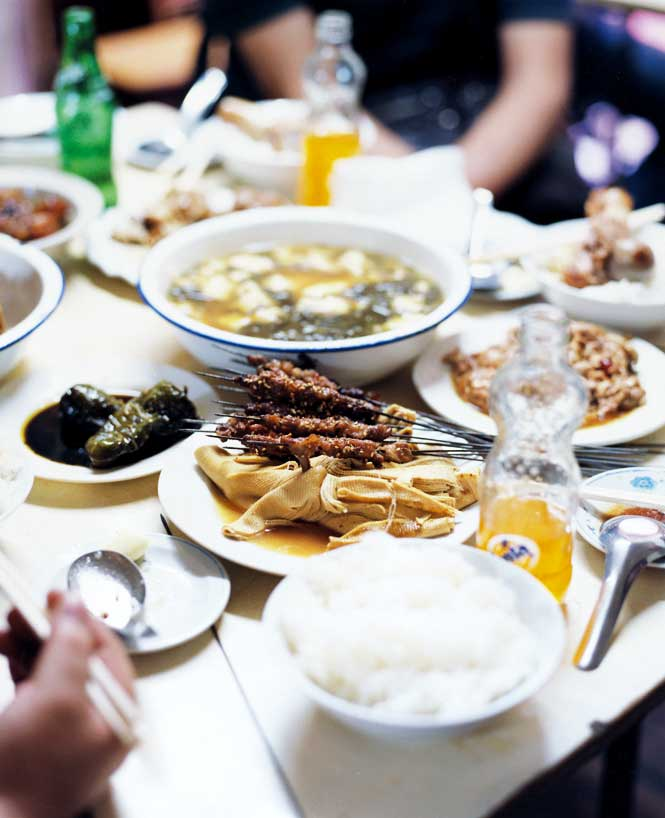 Harbin's hole-in-the-wall Fuqiang Dagu Bang restaurant does a brisk trade in mutton kebabs, pork hock, and tofu soup.