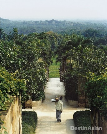 Overlooking the verdant Kedu Plain in Central Java, Amanjiwo is designed around a sightline that draws the eye toward the ninth-century Buddhist monument of Borobudur.