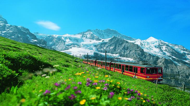 Jungfraubahn vor der Jungfraubahn