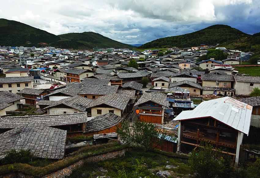 The rooftops of the old town in Zhongdian.