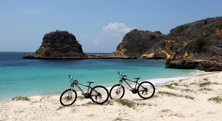 Other than snorkeling and diving, guests can also enjoy Jeeva Beloam's nature by bike.