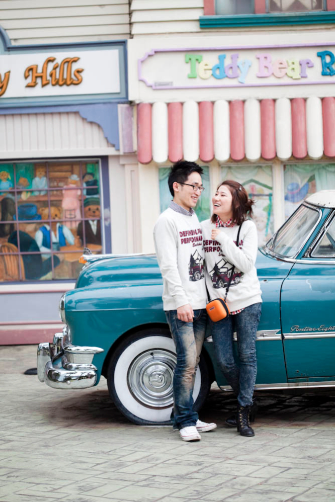 Honeymooners in front of the Teddy Bear Museum.