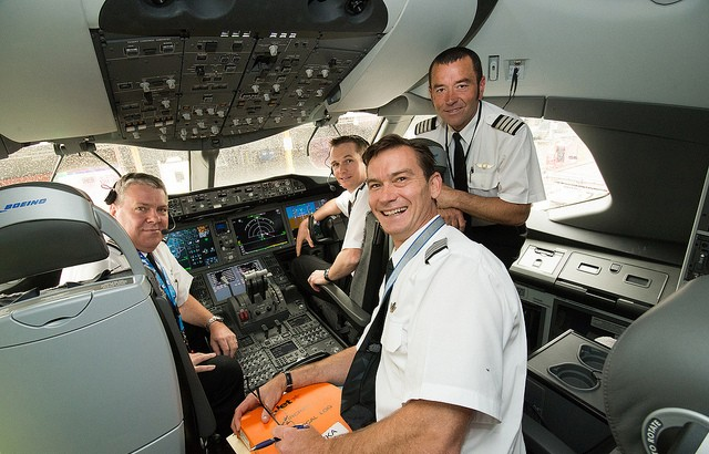 Jetstar 787 Pilots and Engineers