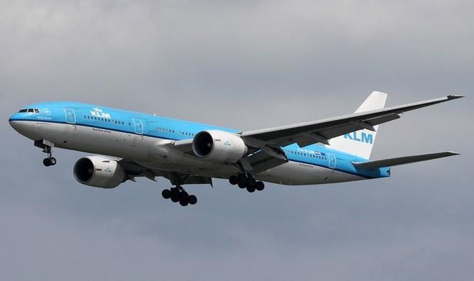 KLM_Boeing_777-200ER_PH-BQM_SIN_2011-4-24