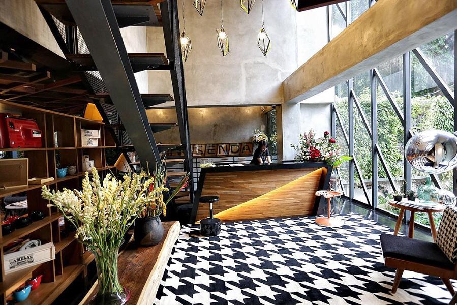 Kosenda Hotel's lobby is a creatively designed gateway to its interior.