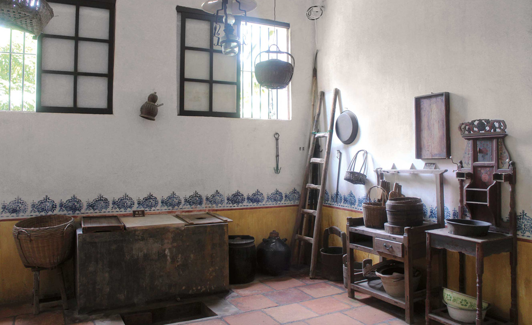 An old-style villa kitchen in Ma Jianglong village.