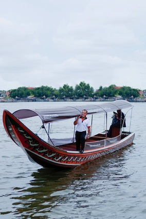 Float through the canals of Bangkok with Anantara.