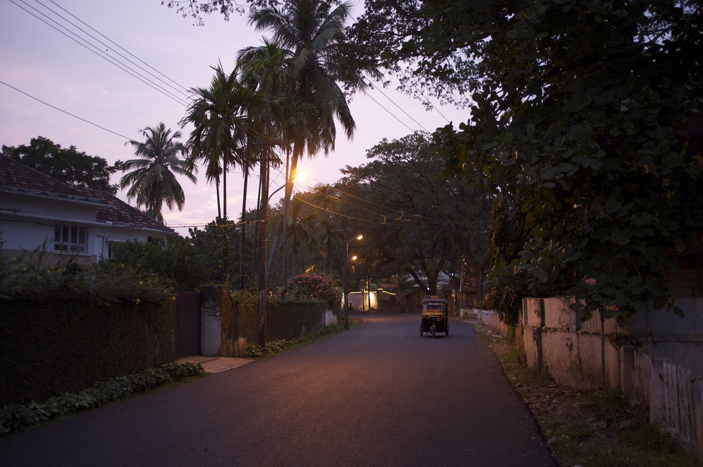A quiet Kochi street. Photo by Aleksandr Sykov