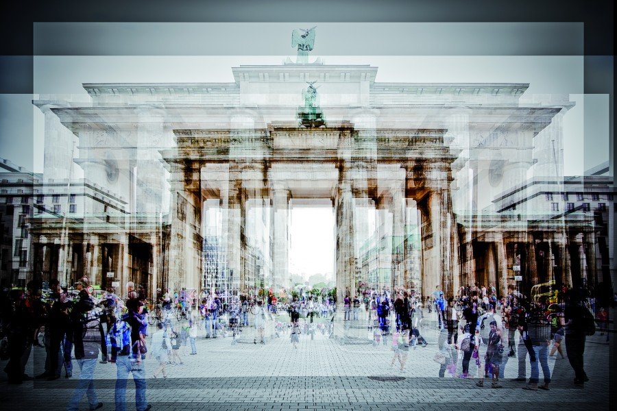 Berlin Brandenbourg Tor by Laurent Dequick.