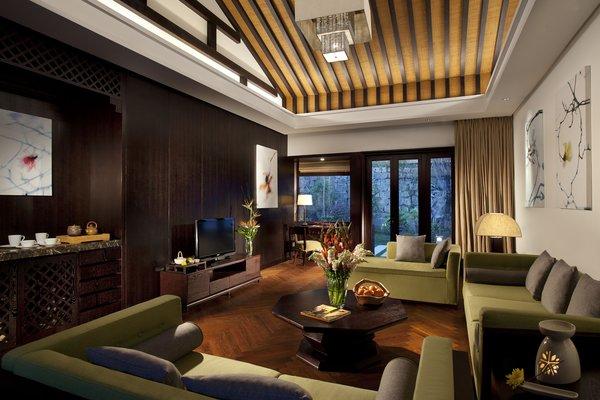 The Hot Spring Villa living room.