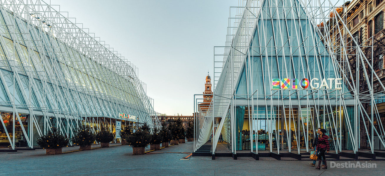 Expo Gate, the fair's in-town visitors' center, comprises a pair of glass-clad pavilions in the piazza fronting Castello Sforzesco.