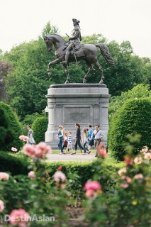 A statue of George Washington in the PUblic Gardens.