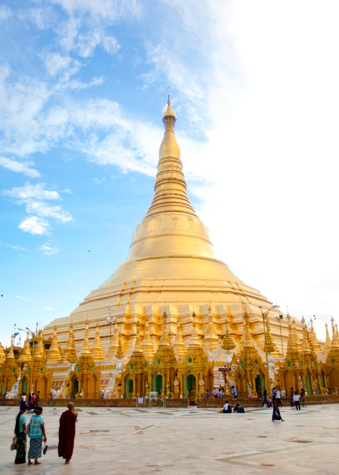 The gilded stupa of Shwedagon.