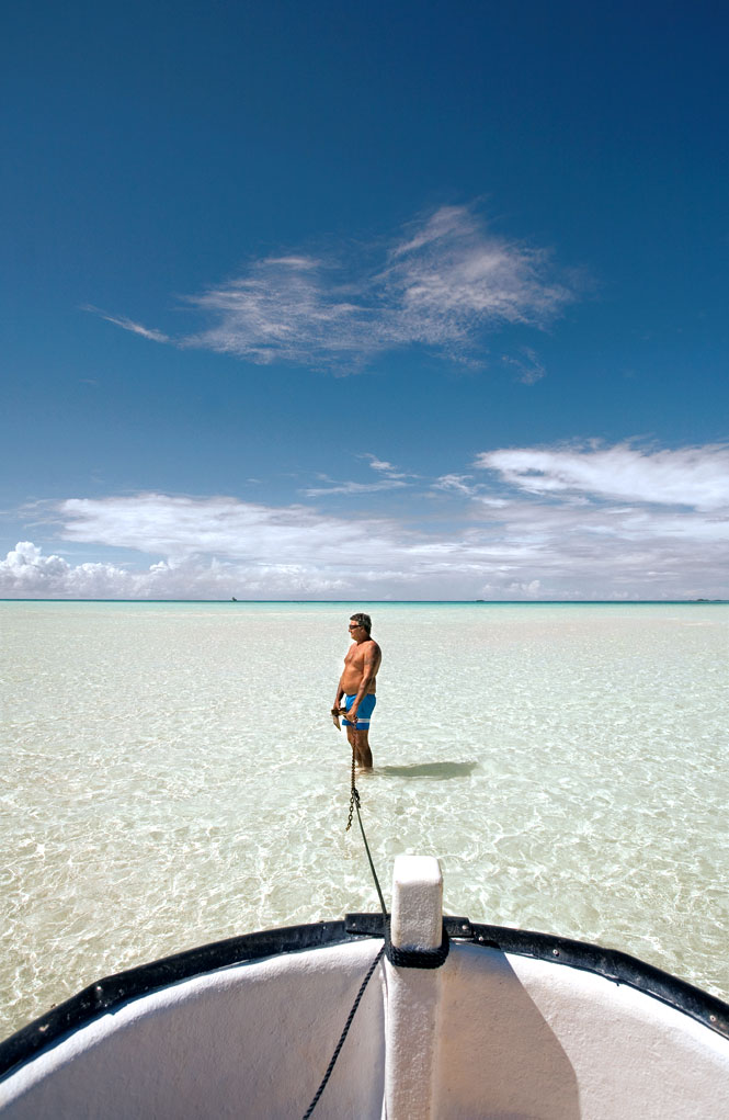 A boater in the shallows off Rangiroa's Taeo'o motu, where crystal-clear waters make for excellent snorkeling.