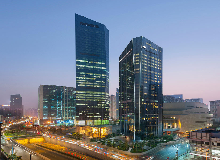 The luxury hotel is attached to the upscale TaiKooHui mall.