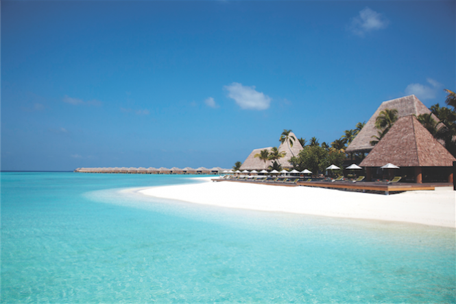 The Anantara Kihavah is available for booking with the deal.