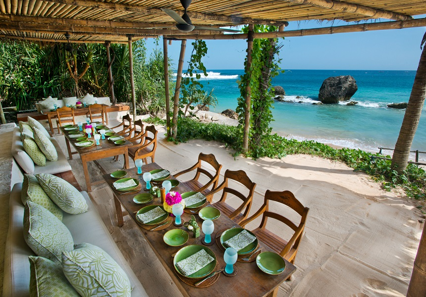 The Nio Beach Club Lounge serves freshly caught seafood and hosts traditional barbecues.