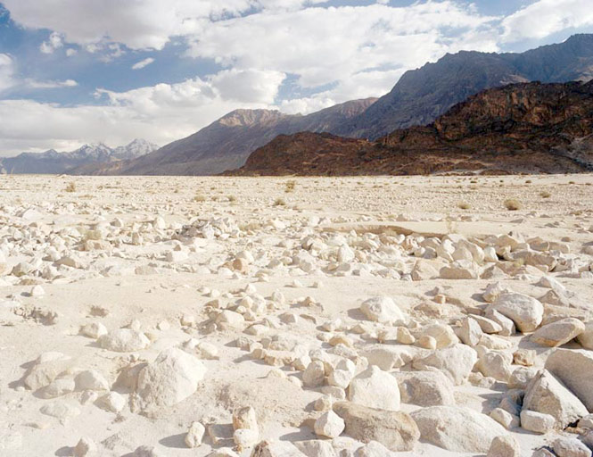 A dried up stretch of the Shyok River.