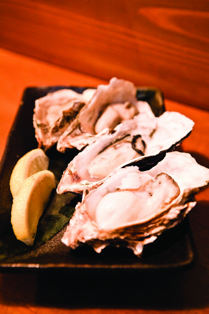 Magaki oysters at Daiyasu, one of the market's most popular seafood stops.