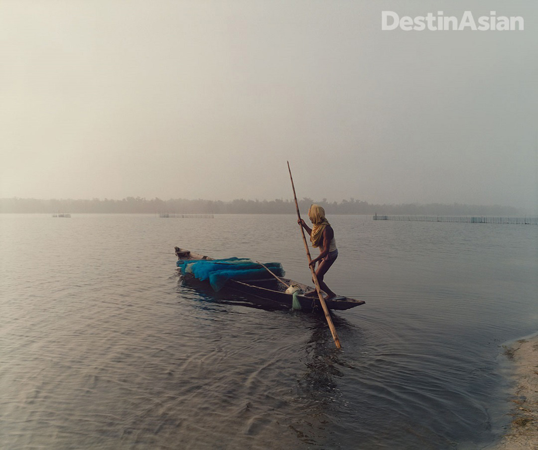A fisherman on Chilika Lake, Asia's largest brackish lagoon. Photo: Kate Eshelby