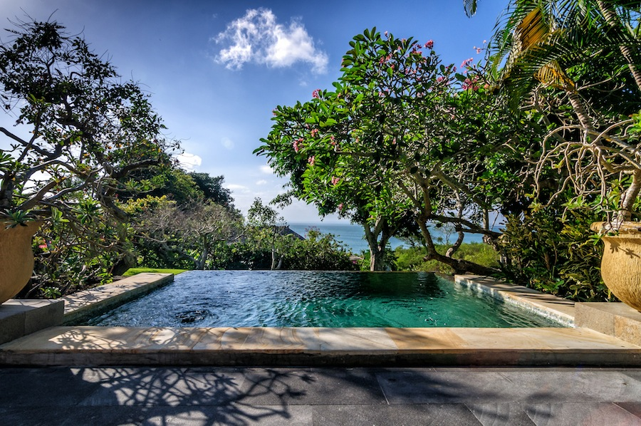 Take a dip in the large plunge pools while enjoying views of the ocean.