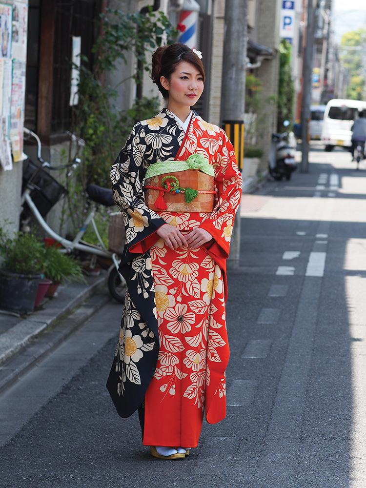 A sumptuous furisode (long-sleeved) kimono by Kuriyama Koubou in Kyoto.
