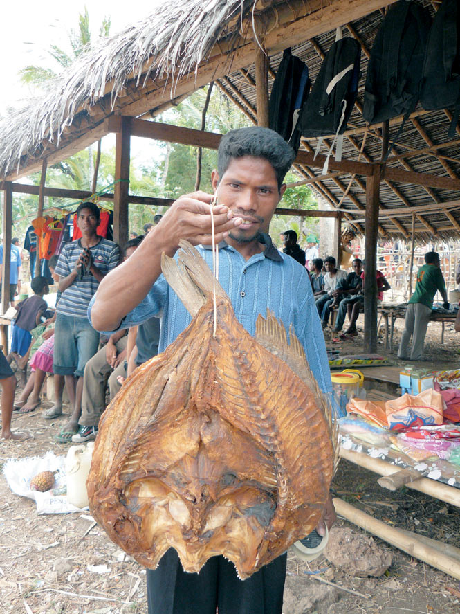 Dried fish for sale at the Makadade market.