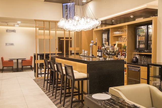 The business-class lounge features a bar complete with a professional bartender.