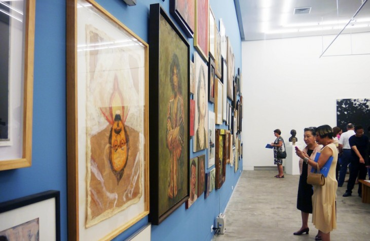 Numthong Gallery offers free admission and an art research library to visitors.