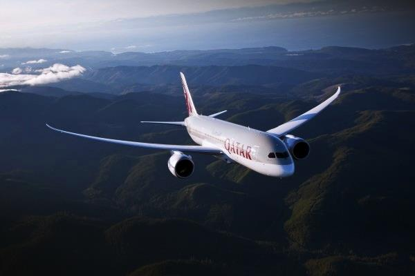 Qatar Airways has introduced Boeing 787 Dreamliner service on its Singapore route.
