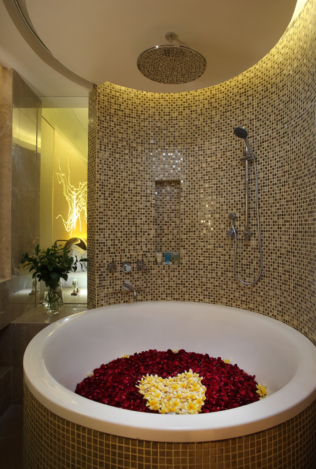 A rose-filled bath at the Rimba.