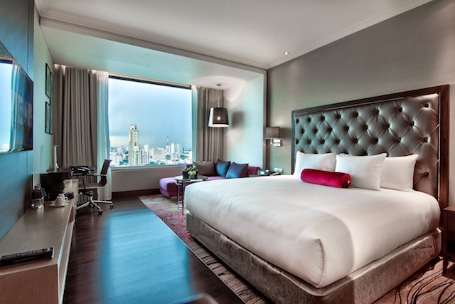 Each of Radisson Blu Plaza Bangkok's rooms boast beautiful vistas of the Bangkok-Sukhumvit area.