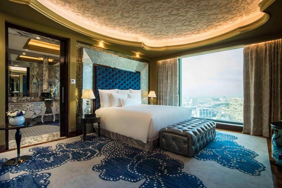 The hotel boasts a total of 286 guest rooms and suites.
