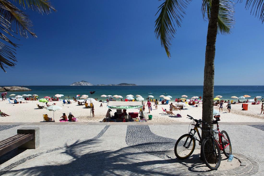 Arpoador is one of the best metropolitan surf spots in Rio de Janeiro.