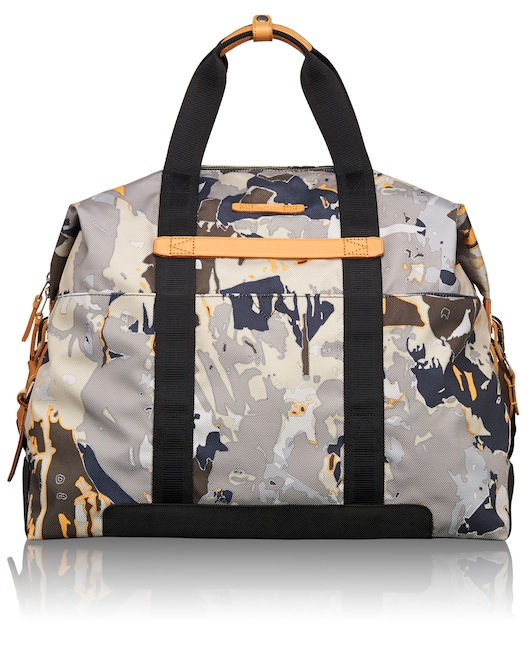 The Stannard Small Duffel is ideal for overnight or weekend travel, featuring multiple interior pockets.