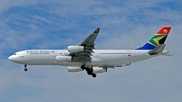 Sa Airways A342 ZS-SLA SOUTH AFRICAN PERTH 27 JUN 11 LES BUSHELL-1-2
