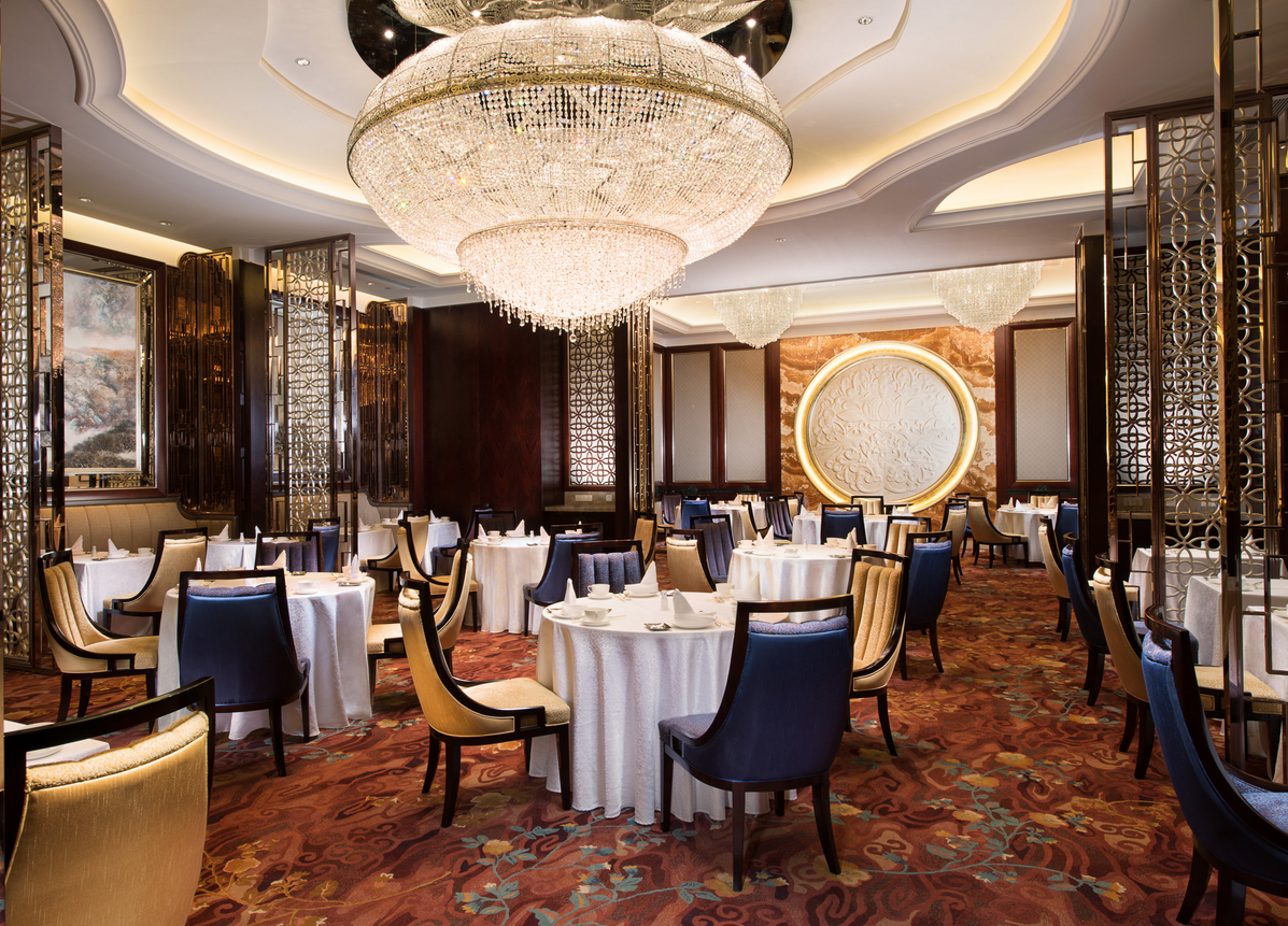 Shangri-La Hotel, Shenyang's Summer Palace serves Cantonese and Liaoning cuisine.