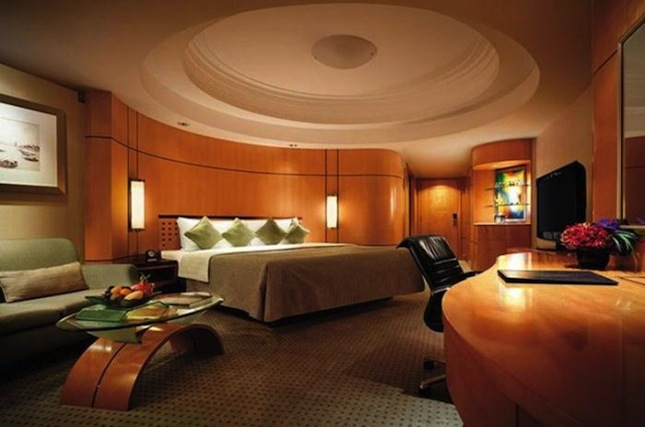 The Makati Shangri-La Manila offers luxuriously appointed rooms, a 24-hour fitness center and spa, and an outdoor swimming pool.