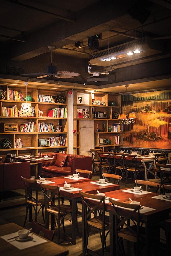 Nearby Hutaoli doubles as a music bar and restaurant.