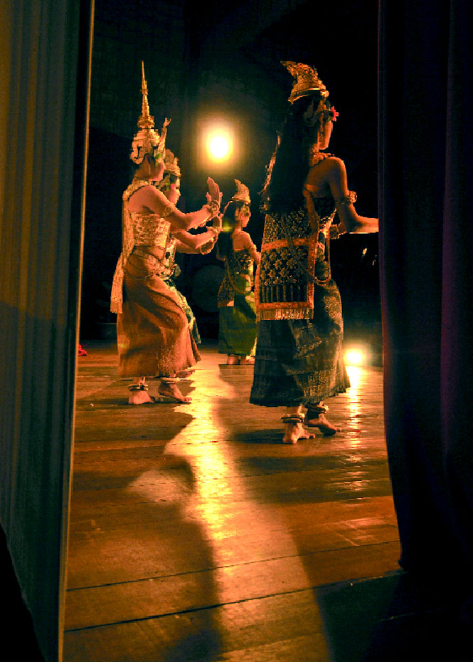 A weekend performance at Sovanna Phum Theatre, headquarters of the French-Cambodian NGO of the same name.